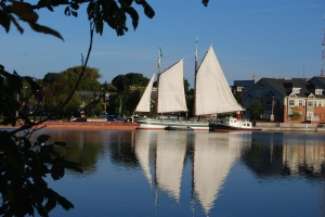 Sails set on the Lois in Rochester