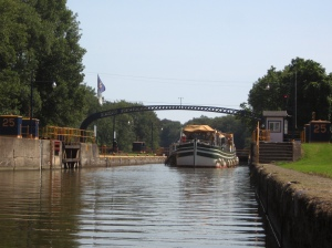 The Lois and Churchill exiting lock 25
