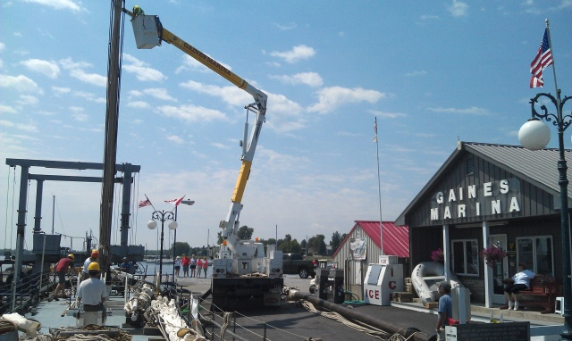 De-rigging at Gaines Marina