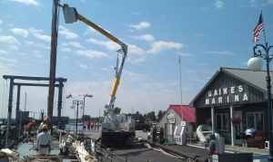 De-rigging at Gaines Marina