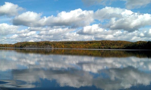 Fall foliage on Lake Champlain (photo: Tom Larsen)
