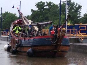 Lois McClure crewmembers Len Ruth and Isaac Parker helped move the Dutch replica Onrust  above Lock E2 (photo: Art Cohn)