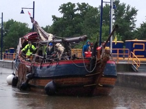 Lois McClure crewmembers Len Ruth and Isaac Parker helped move the Dutch replica Onrust  above Lock E2 (photo: Art Cohn)