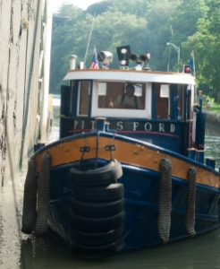 The tug PITTSFORD, locking through with the LOIS in Lockport (photo: Tom Larsen)