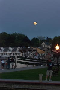 Moonrise in Sackets Harbor (photo: Tom Larsen)