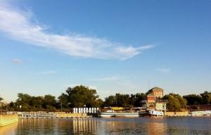 Docked in Syracuse (photo: Tom Larsen)