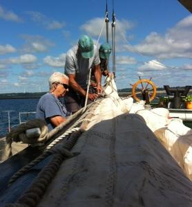 Bending sail (photo: Tom Larsen)