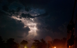 Lightning in the clouds at Morrisburg (photo: Tom Larsen)