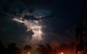 Lightning in the clouds at Morrisburg (photo: Tom Larsen)